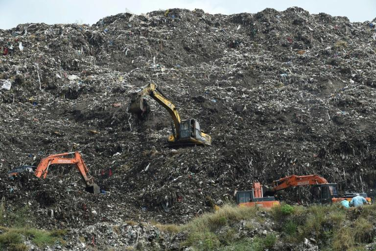Hopes fade for girl buried in Indian garbage dump