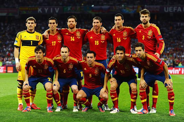 KIEV, UKRAINE - JULY 01: (L-R back) Iker Casillas, Alvaro Arbeloa, Xabi Alonso, Sergio Ramos, Sergio Busquets and Gerard Pique, (L-R front) David Silva, Andres Iniesta, Xavi Hernandez, Cesc Fabregas and Jordi Alba of Spain line up for a team photograph before the UEFA EURO 2012 final match between Spain and Italy at the Olympic Stadium on July 1, 2012 in Kiev, Ukraine. (Photo by Laurence Griffiths/Getty Images)
