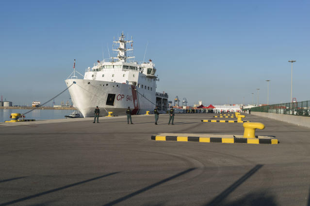 <p>A ship from the Italian Coast Guard at a dock in the port of Valencia. (Photo: José Colón for Yahoo News) </p>