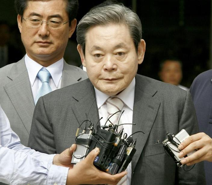 Lee Kun-hee (C), died on October 25 at the age of 78, the company said