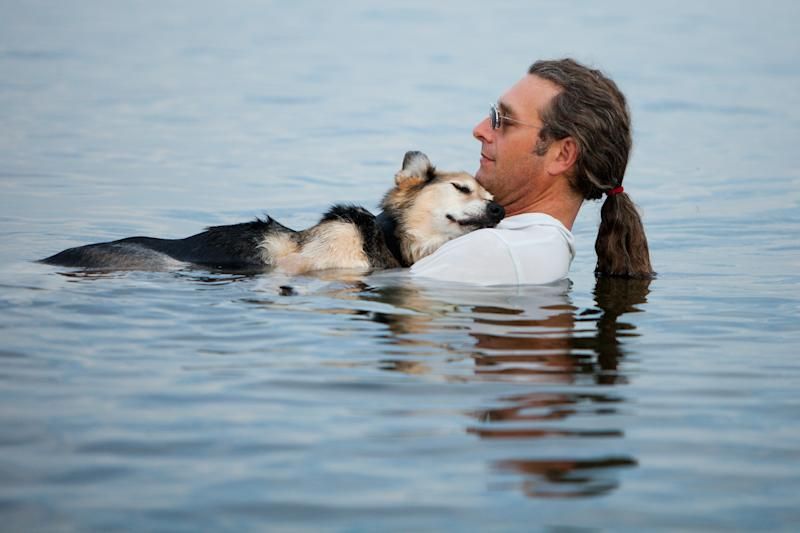 Heartwarming Photo of a Man and His Dog Has Facebook Users Smiling