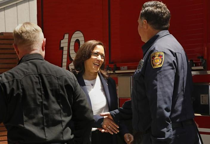 Los Angeles, California-July 4, 2021-Vice President Kamala Harris shakes hands with fiefighter Eric Homsher at Los Angeles Fire Department Station 19, where she stopped to thank firefighters for their their service to their community during a stop in Los Angeles, California on July 4, 2021. (Carolyn Cole / Los Angeles Times