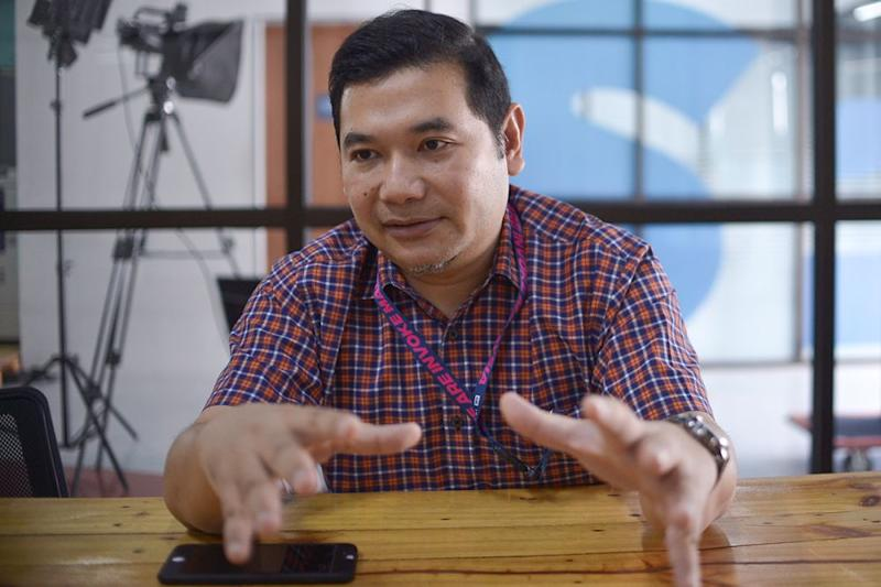 Rafizi had earlier challenged Azmin to a debate on their contest. ― Picture by Mukhriz Hazim