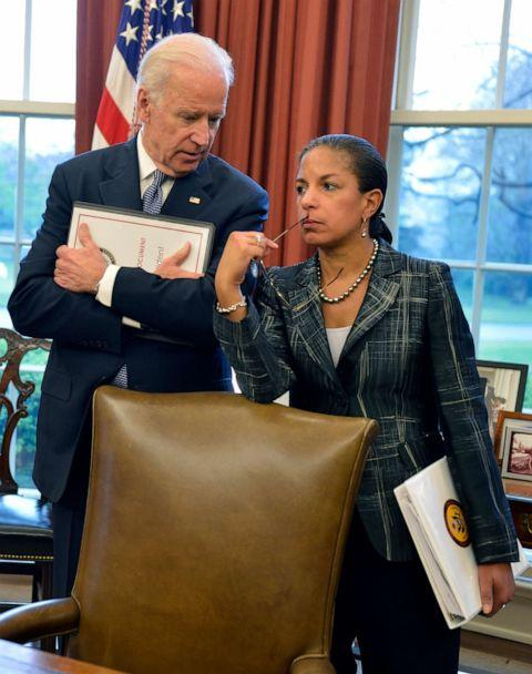 PHOTO: Joe Biden and Susan Rice confer as President Barack Obama and Iraqi Prime Minister Haider al-Abadi brief the press in the Oval Office of the White House, April 14, 2015, in Washington, D.C. (Getty Images, FILE)