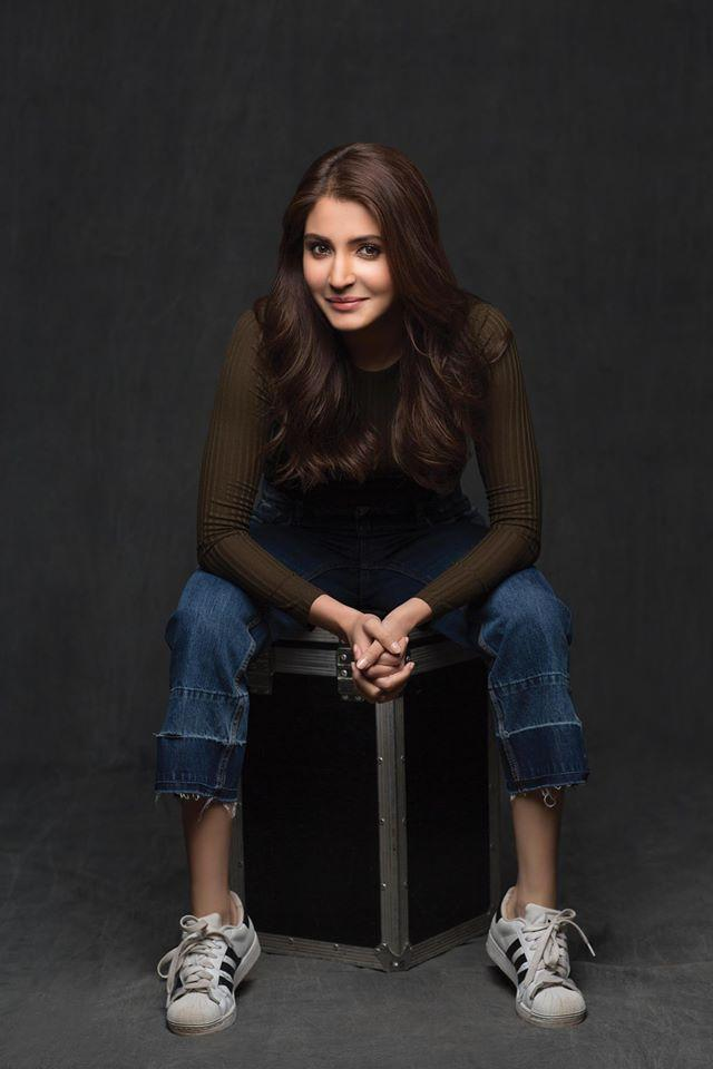 <p>King Khan holds no reservations working with new comers. Another successful Indian actress turned producer who made her debut in Bollywood opposite SRK under the prestigious banner of YRF is Anushka. The Sultan actress ranks very high on the list of eminent Bollywood actress today and the absence of filmy relatives didn't weigh her down to the least. </p>
