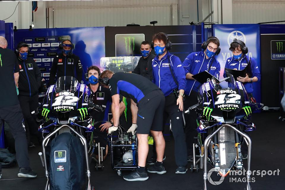 "Maverick Vinales, Yamaha Factory Racing, Yamaha garage and crew<span class=""copyright"">Gold and Goose / Motorsport Images</span>"