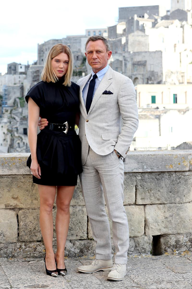 "MATERA, ITALY - SEPTEMBER 09: Actress Léa Seydoux and actor Daniel Craig pose as they arrive on set of the James Bond last movie ""No Time To Die"" on September 09, 2019 in Matera, Italy. (Photo by Franco Origlia/Getty Images)"