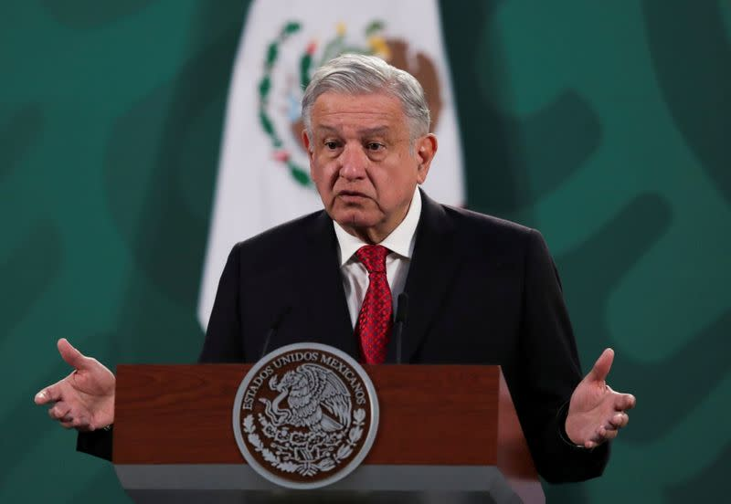 FILE PHOTO: FILE PHOTO: Mexico's President Obrador and Argentina's President Fernandez attend a news conference in Mexico City