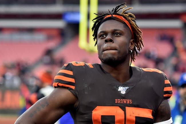 Browns tight end Njoku not seeking trade, commits to team