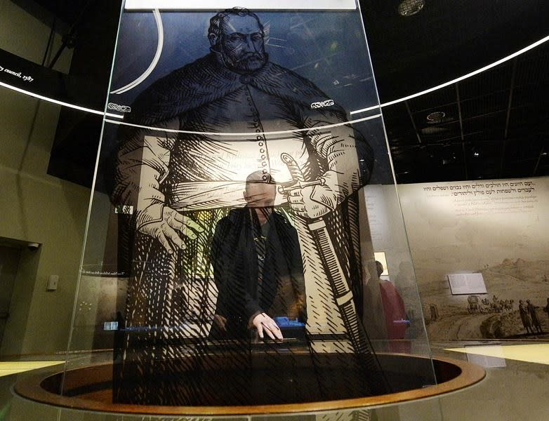Polish government ends standoff over Jewish museum chief