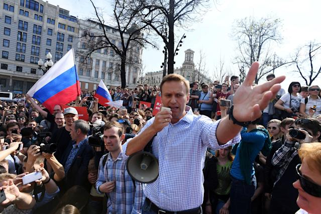 <p>Russian opposition leader Alexei Navalny addresses supporters during an unauthorized anti-Putin rally on May 5, 2018 in Moscow, two days ahead of Vladimir Putin's inauguration for a fourth Kremlin term. (Photo: Kirill Kudryavtsev/AFP/Getty Images) </p>