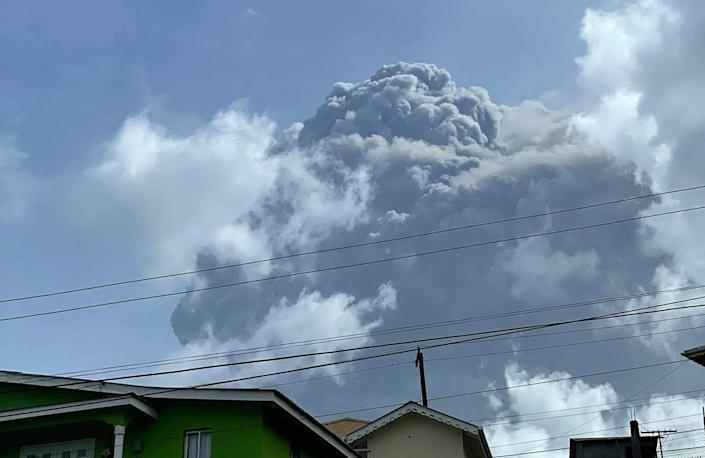 TOPSHOT - This April 9, 2021, image courtesy Zen Punnett shows the eruption of La Soufriere Volcano from Rillan Hill in Saint Vincent. - La Soufriere erupted Friday for the first time in 40 years on the Caribbean island of Saint Vincent, prompting thousands of people to evacuate, seismologists said. The blast from the volcano, sent plumes of ash 20,000 feet (6,000 meters) into the air, the local emergency management agency said. The eruption was confirmed by the UWI center. (Photo by ZEN PUNNETT / Zen Punnett / AFP) (Photo by ZEN PUNNETT/Zen Punnett/AFP via Getty Images)