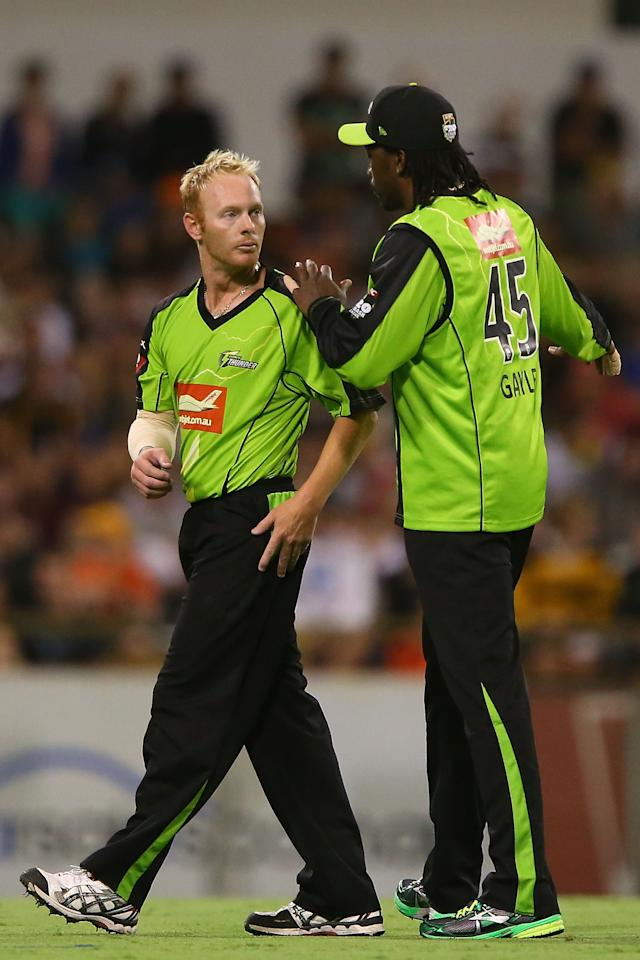 PERTH, AUSTRALIA - JANUARY 04: Chris Gayle of the Thunder talks with Scott Coyte after bowling a number of wide deliveries during the Big Bash League match between the Perth Scorchers and the Sydney Thunder at WACA on January 4, 2013 in Perth, Australia.  (Photo by Paul Kane/Getty Images)