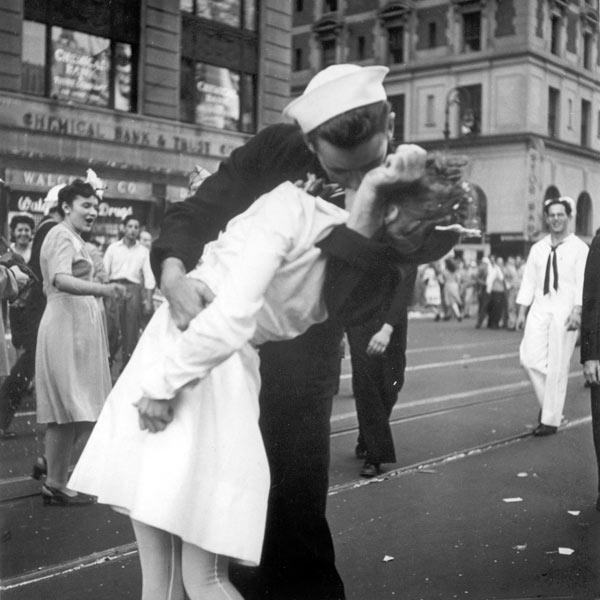 Some call it 'Kiss of the Century'. This iconic photograph was taken by Alfred Eisenstaedt which appeared on the cover of Life magazine in 1945. Eisenstaedt took no notes or names the day he snapped the photo, hence the identity of the sailor and the pretty nurse intrigued many for decades. After 62 years, finally a guy named Glenn McDuffie took the claim. It's the most passionate kiss that swooned the entire world for a long time. Thanks to Eisenstaedt and hats off to Glenn McDuffie as well!