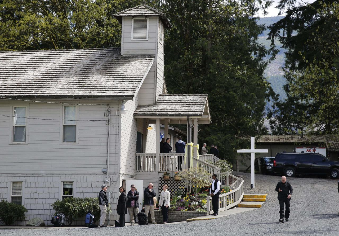 The Oso Community Center is seen while U.S. President Barack Obama speaks to family members inside after touring the mud slide damage in Oso, Washington, by helicopter, April 22, 2014. REUTERS/Larry Downing (UNITED STATES - Tags: DISASTER POLITICS)