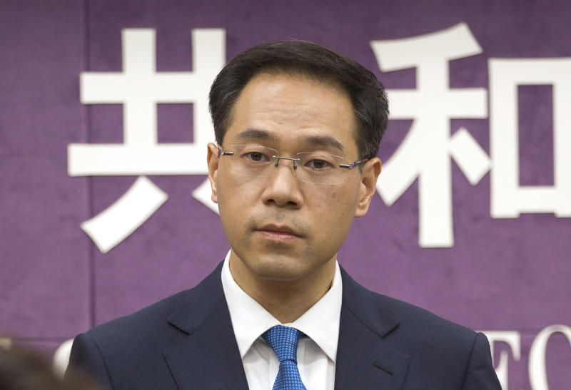 """FILE - In this March 29, 2018, file photo, Chinese Ministry of Commerce spokesman Gao Feng listens to a reporter's question during a press conference at the Ministry of Commerce in Beijing. A Chinese Commerce Ministry official says Beijing is working to resolve conflicts with Washington over trade, dismissing speculation the talks might be in trouble as unreliable """"rumors."""" Ministry spokesman Gao Feng said Thursday he could not disclose any new information. But he said China was committed to working toward an agreement. (AP Photo/Mark Schiefelbein, File)"""