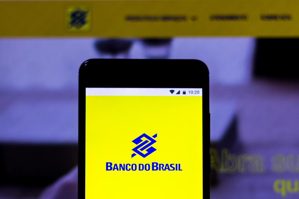 BRAZIL - 2019/03/07: In this photo illustration a logo of Banco do Brasil seen displayed on a smartphone. (Photo Illustration by Rafael Henrique/SOPA Images/LightRocket via Getty Images)