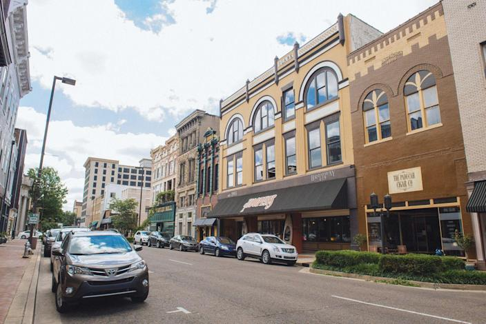 """<p>Only two hours from Nashville and three hours from Louisville, Paducah makes for an interesting and artsy spot that is also full of history. The main street only recently got a multi-million dollar renovation that made it worth visiting, as well as an artist-relocation program. Head to <a href=""""http://www.drygroundbrewing.com/"""" rel=""""nofollow noopener"""" target=""""_blank"""" data-ylk=""""slk:Dry Ground Brewing"""" class=""""link rapid-noclick-resp"""">Dry Ground Brewing</a> for craft beers on tap after a day of exploring.<br></p>"""