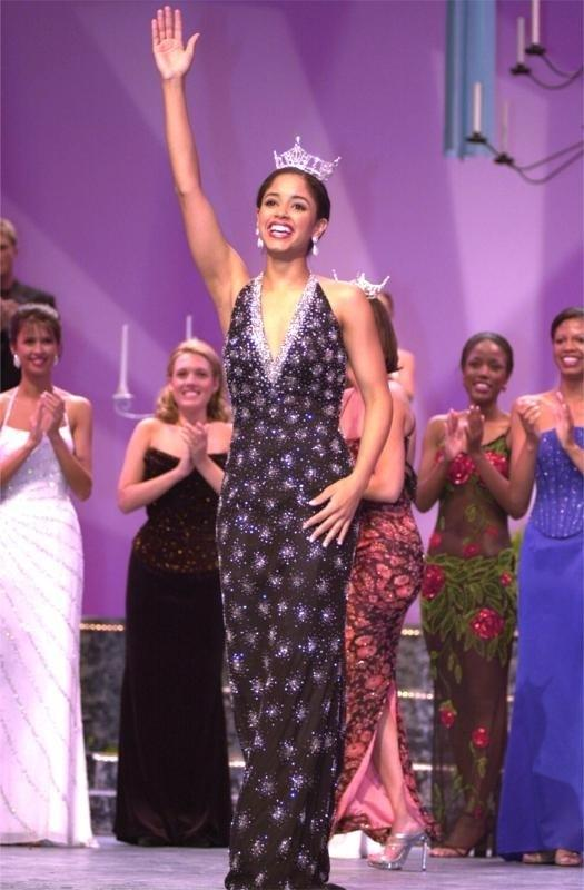 Nancy's first wave after being crowned Miss Virginia