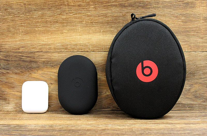 Once folded, the Solo3 become really compact. Here it is in the carrying case next to BeatsX and AirPods in their respective carrying cases.