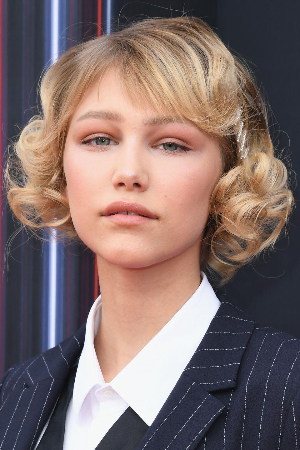 """<p>Sometimes subtly speaks volumes. Singer-songwriter <strong>Grace VanderWaal </strong>brings the glitz to this classic curly style with four rhinestone clips. And if rhinestones aren't her thing, you can go for rainbow or glitter clips. </p><p><strong><a class=""""link rapid-noclick-resp"""" href=""""https://www.amazon.com/Luxxii-Rhinestone-Crystal-Barrette-Silver/dp/B01N0RF14Q/?tag=syn-yahoo-20&ascsubtag=%5Bartid%7C10055.g.3821%5Bsrc%7Cyahoo-us"""" rel=""""nofollow noopener"""" target=""""_blank"""" data-ylk=""""slk:SHOP RHINESTONE HAIR CLIPS"""">SHOP RHINESTONE HAIR CLIPS</a></strong></p>"""