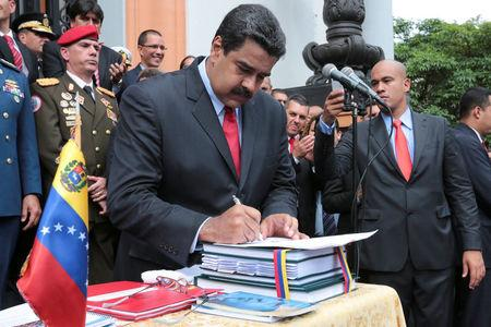 Venezuela's President Nicolas Maduro (C) attends a ceremony to sign off the 2017 national budget at the National Pantheon in Caracas, Venezuela October 14, 2016. Miraflores Palace/Handout via REUTERS