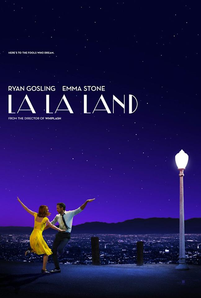 <p>Emma Stone and Ryan Gosling trip the lights fantastic under a gorgeous violet sky. (Photo: Lionsgate) </p>