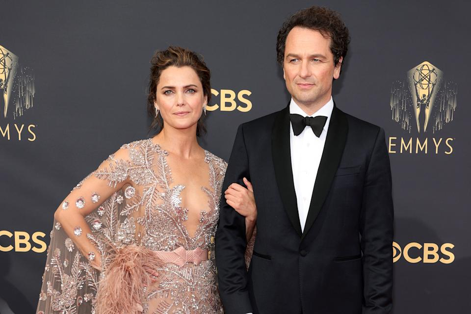 LOS ANGELES, CALIFORNIA - SEPTEMBER 19: (L-R) Keri Russell and Matthew Rhys attend the 73rd Primetime Emmy Awards at L.A. LIVE on September 19, 2021 in Los Angeles, California. (Photo by Rich Fury/Getty Images)