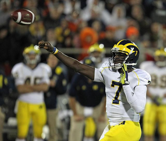 CHAMPAIGN, IL - NOVEMBER 12: Devin Gardner #7 of the Michigan Wolverines throws a touchdown pass against the Illinois Fighting Illini at Memorial Stadium on November 12, 2011 in Champaign, Illinois. Michigan defeated Illinois 31-14. (Photo by Jonathan Daniel/Getty Images)