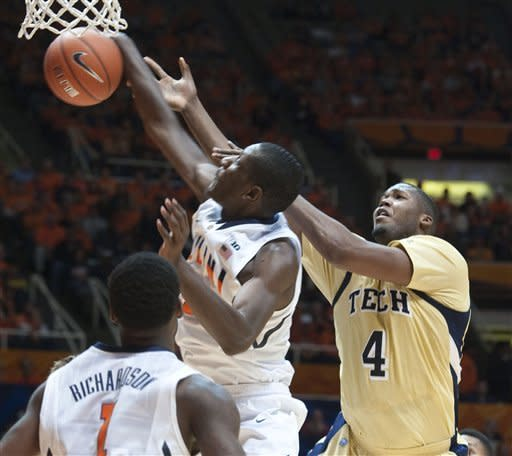 Illinois' Nnanna Egwu (32) rejects the shot by Georgia Tech Robert Carter, Jr. (4) during the first half of an NCAA college basketball game in Champaign, IL. Wednesday, Nov. 28, 2012. (AP Photo/Robert K. O'Daniell)