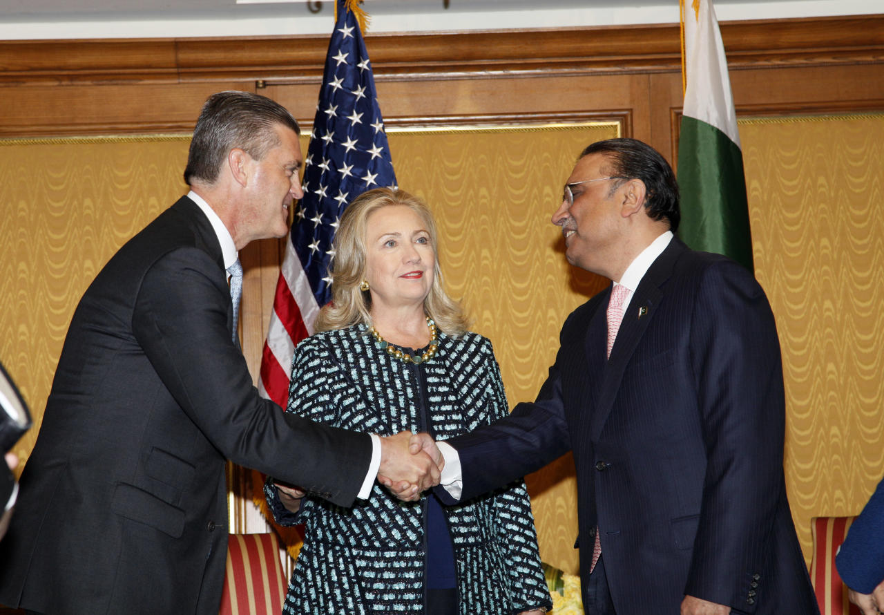 Secretary of State Hillary Rodham Clinton, center, introduces newly appointed US Ambassador to Pakistan Rick Olson, left, to Asif Ali Zardari, right, president of Pakistan in New York Monday, Sept. 24, 2012 (AP Photo/David Karp)