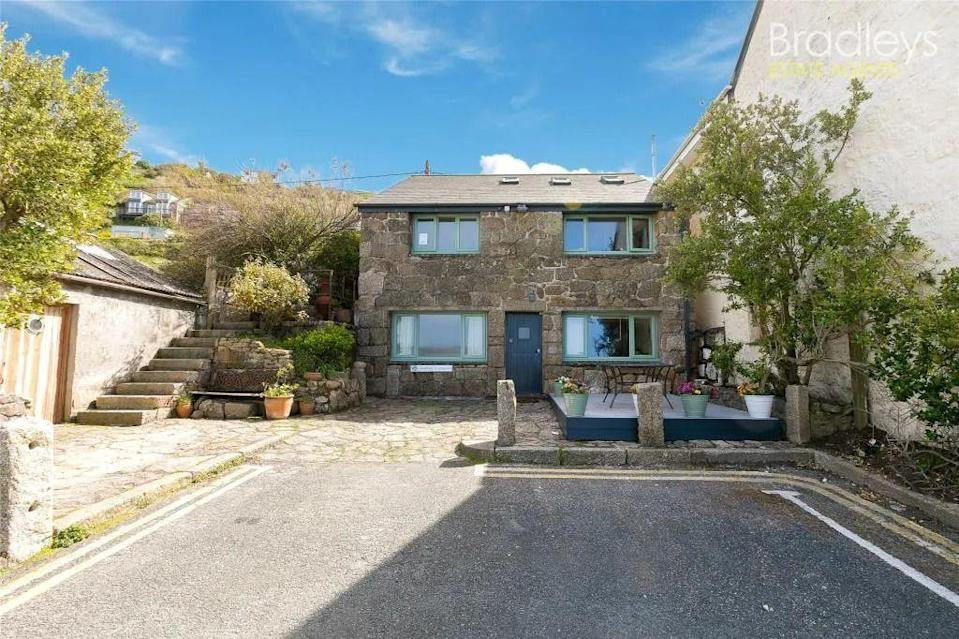 """<p>Right on the glorious shores of Penzance, this investment property is the perfect beach spot. Just a stone's throw from one of the finest beaches in Cornwall, it has ocean views, a spacious kitchen, two bedrooms, and a lovely traditional fireplace, too. You'll forget you're in the UK...</p><p><a href=""""https://www.zoopla.co.uk/for-sale/details/58632235/"""" rel=""""nofollow noopener"""" target=""""_blank"""" data-ylk=""""slk:This property is currently on the market for £575,000 with Bradleys Estate Agents via Zoopla"""" class=""""link rapid-noclick-resp"""">This property is currently on the market for £575,000 with Bradleys Estate Agents via Zoopla</a>.</p>"""