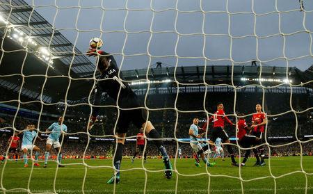 Soccer Football - Premier League - Manchester City vs Manchester United - Etihad Stadium, Manchester, Britain - April 7, 2018 Manchester United's David De Gea saves a shot from Manchester City's Sergio Aguero Action Images via Reuters/Lee Smith