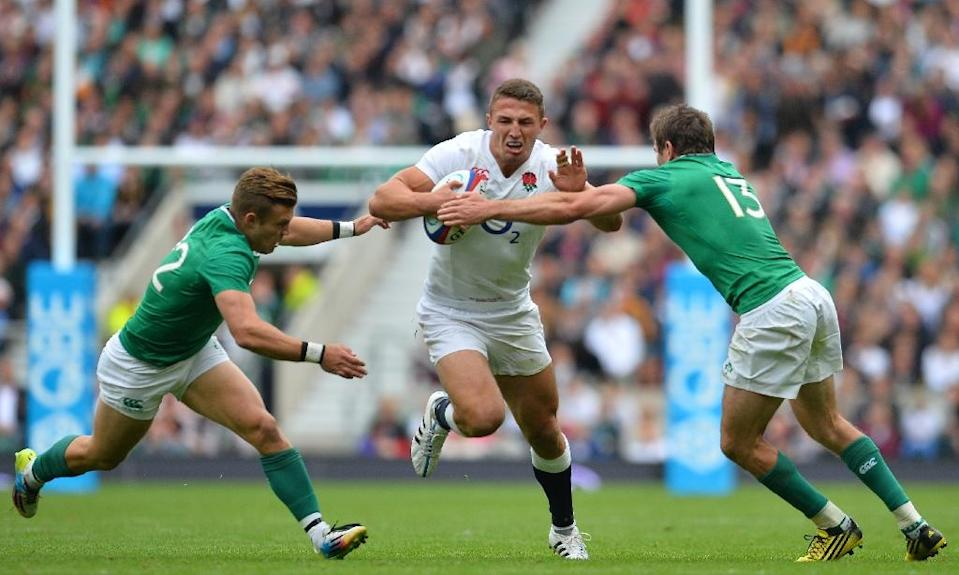 England's Sam Burgess is tackled by Ireland's Ian Madigan (L) and Jared Payne (R) during the friendly match ahead of the 2015 Rugby World Cup, at Twickenham Stadium, west of London, on September 5, 2015 (AFP Photo/Glyn Kirk)