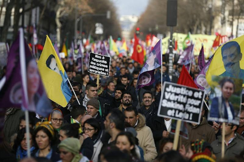 Thousands of Kurds demonstrate in Paris on January 9, 2016 denouncing 'crimes by the Turkish regime' (AFP Photo/Thomas Samson)