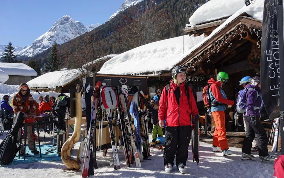 Skiers outside traditional Alpine ski restaurant Le Cafe Comptoir in Vallorcine - PBimages / Alamy Stock Photo