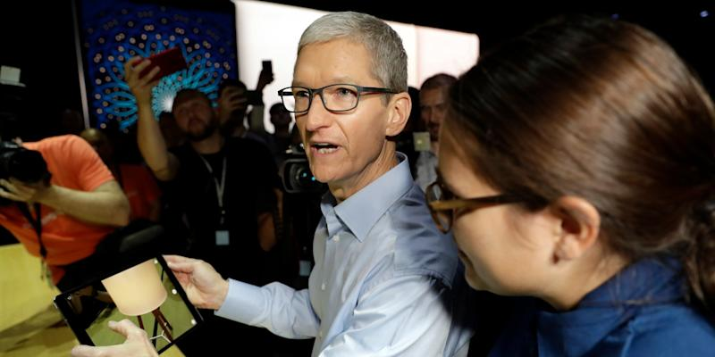 apple ceo tim cook AR demo on ipad WWDC 2017