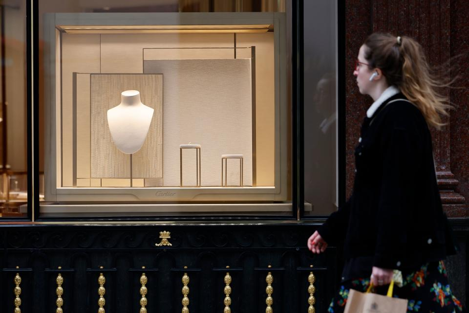 A pedestrian passes a closed jewellery shop in the Mayfair area of central London. Photo: Tolga Akmen/AFP
