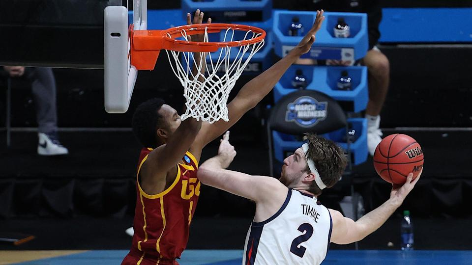 INDIANAPOLIS, INDIANA - MARCH 30: Drew Timme #2 of the Gonzaga Bulldogs shoots the ball against Evan Mobley #4 of the USC Trojans during the second half in the Elite Eight round game of the 2021 NCAA Men's Basketball Tournament at Lucas Oil Stadium on March 30, 2021 in Indianapolis, Indiana. (Photo by Andy Lyons/Getty Images) ORG XMIT: 775630332 ORIG FILE ID: 1310012491