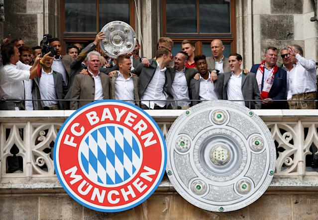 Soccer Football - Bayern Munich Trophy Presentation - Town Hall, Munich, Germany - May 20, 2018 Bayern Munich coach Jupp Heynckes and players with the Bundesliga trophy during the presentation REUTERS/Michaela Rehle