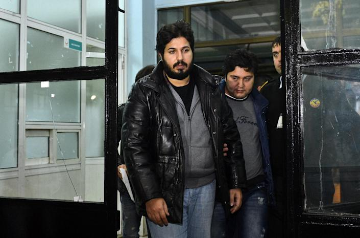 Businessman Reza Zarrab being taken to Istanbul police headquarters in 2013. (Photo: Sebnem Coskun/Anadolu Agency/Getty Images)