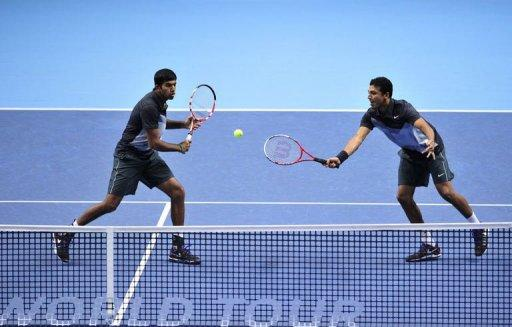 India's Rohan Bopanna (L) hits a return as his partner India's Mahesh Bhupathi (R) covers