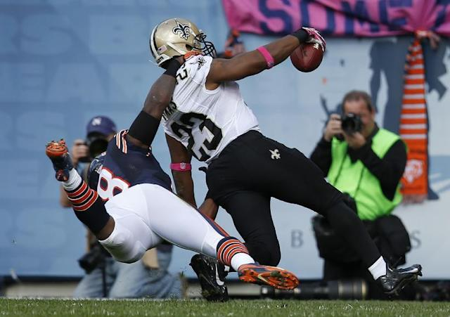 New Orleans Saints running back Pierre Thomas (23) runs in to the end zone for a touchdown as Chicago Bears middle linebacker D.J. Williams (58) tackles him during the first half of an NFL football game, Sunday, Oct. 6, 2013, in Chicago.(AP Photo/Charles Rex Arbogast)