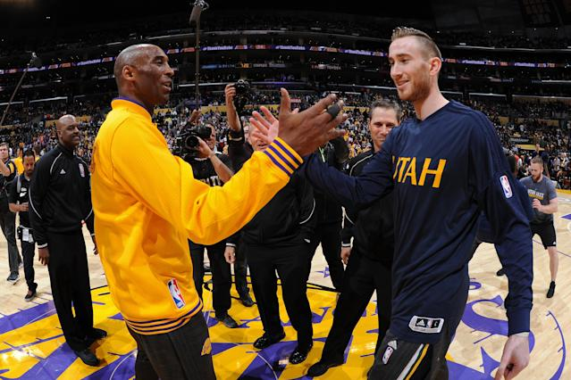"Kobe Bryant and <a class=""link rapid-noclick-resp"" href=""/nba/players/4724/"" data-ylk=""slk:Gordon Hayward"">Gordon Hayward</a> shake hands prior to Bryant's final NBA game on April 12, 2016. (Getty)"