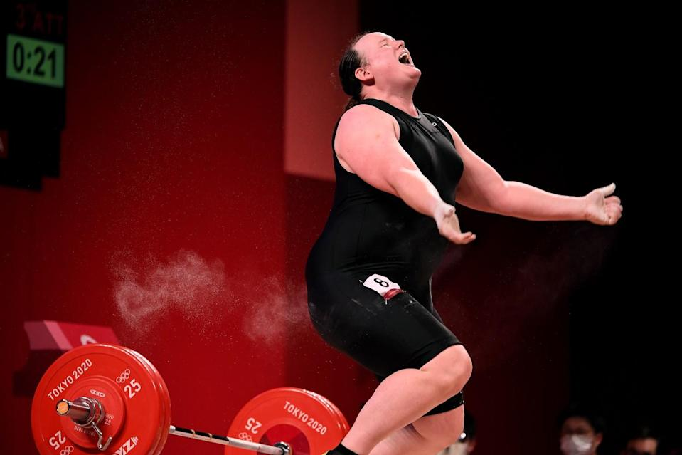 New Zealand's Laurel Hubbard can't make the lift on her final try in the women's 87kg weightlifting final.
