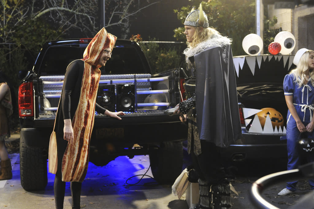 """<p>Looks like Chale (Ryan Cartwright) has cooked up a wacky bacon costume, but it's that Viking we're really checking out this Halloween.<br /><br /><b>New York Mets pitcher Noah Syndergaard guest stars on the """"Hallow-We-Ain't-Home"""" episode of <i>Kevin Can Wait</i> airs Monday, Oct. 31 at 8 p.m. on CBS. <br /><br /> (Credit: Jeffrey Neira/CBS) </b></p>"""
