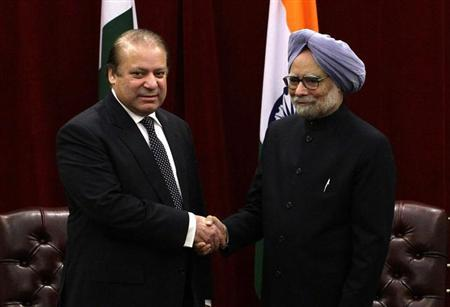 Pakistan's Prime Minister Nawaz Sharif (L) shakes hands with India's Prime Minister Manmohan Singh during the United Nations General Assembly at the New York Palace hotel in New York September 29, 2013. REUTERS/Joshua Lott