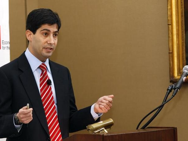 FILE PHOTO - Kevin Warsh, addresses the Shadow Open Market Committee during a symposium in New York March 26, 2010. REUTERS/Lucas Jackson