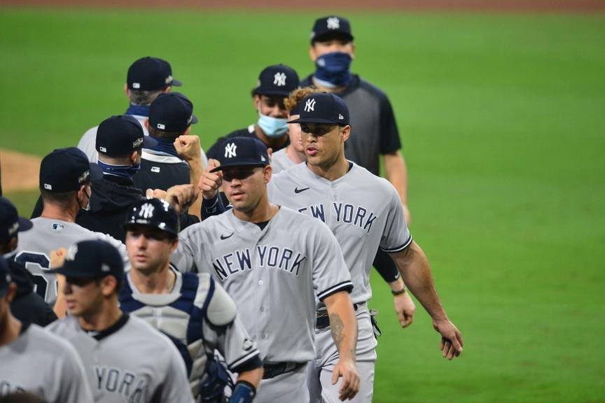 Yankees celebrate after winning Game 1 of ALDS