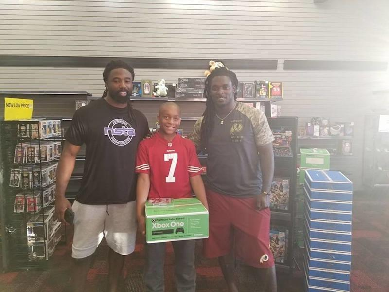 Jaden, center, with Washington Redskins players Keith Marshall and Rob Kelley.